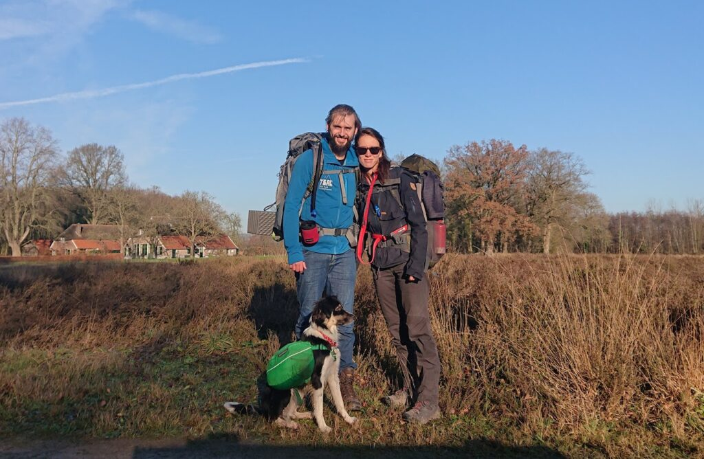Voorbereiding bergtocht met hond
