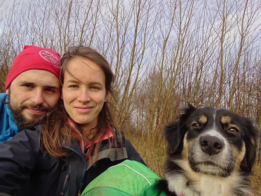 Voorbereiding voor bergtocht met hond_1